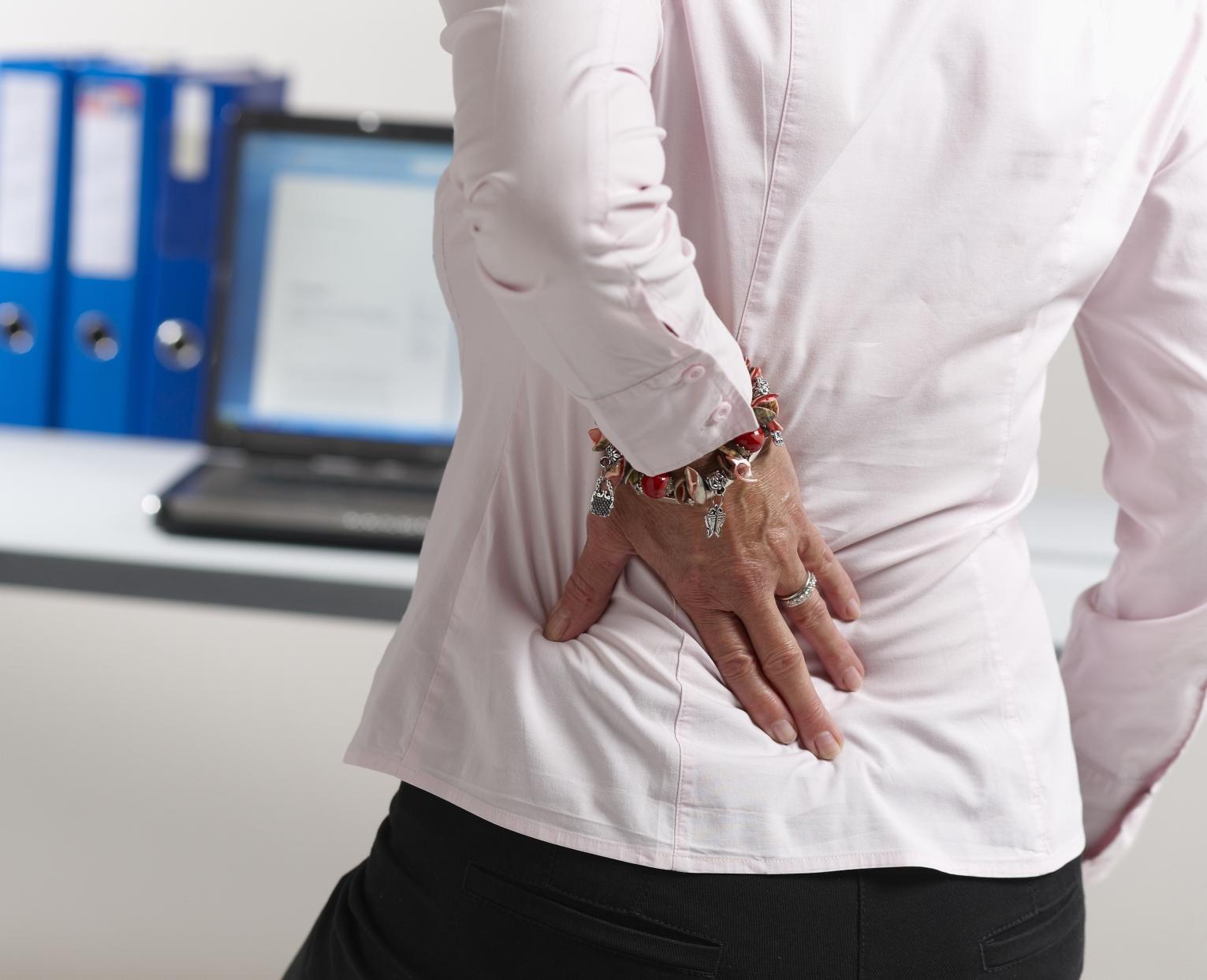 Опоясывающая боль в пояснице: возможные причины